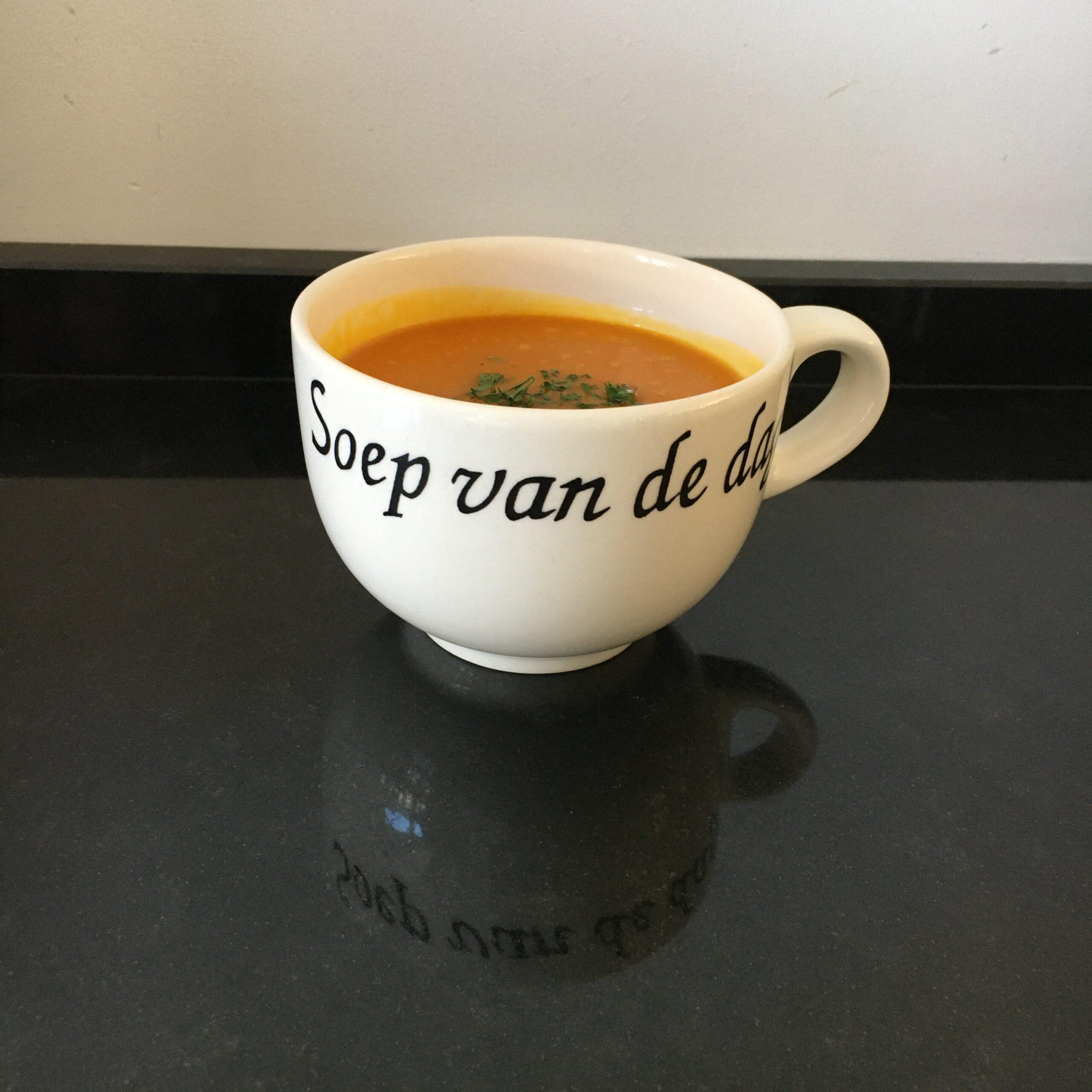 Foto laten zien van kop pompoensoep voor recept Pompoensoep